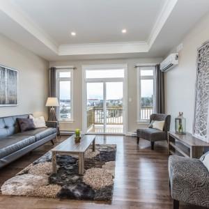 16 Titus: Living Room