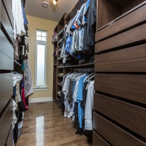 33 Hammond: Walk-In Closet