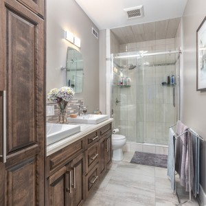 37 Auberry: Bathroom