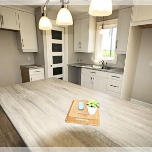 46 Eaglewood: Kitchen