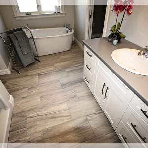 46 Eaglewood: Bathroom